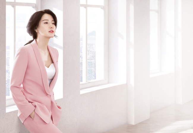 Người đàn bà đẹp Lee Young Ae khoe nhan sắc quên tuổi - 3