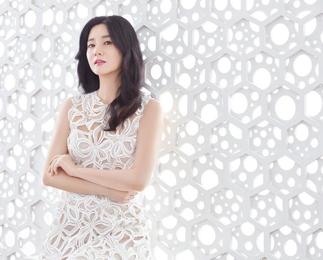 Người đàn bà đẹp Lee Young Ae khoe nhan sắc quên tuổi - 5