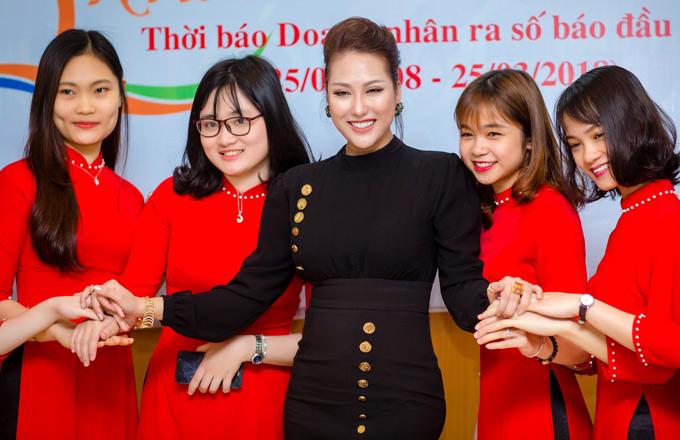Phi Thanh Vân đã chán mặc hở đi sự kiện