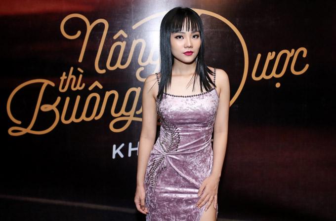 Tối 20/4, ca sĩ Khả Linh tổ chức buổi ra mắt MV mới Nâng được thì buông được. Cô từng gây chú ý khi dự thi chương trình Sing my song 2018 với ca khúc Thanh âm.