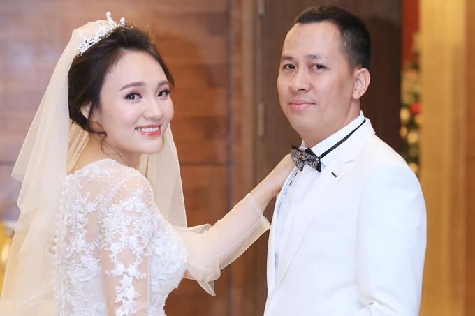 Nhật Thủy và ông xã Ngô Quỳnh trong lễ cưới hồi tháng 11/2017.