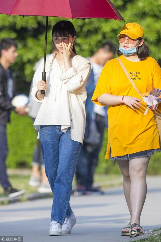 Phạm Băng Băngkhông phấn son, trang phục giản dịtrên phim trường - 5