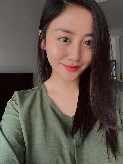 Văn Mai Hương thả tóc buông dài
