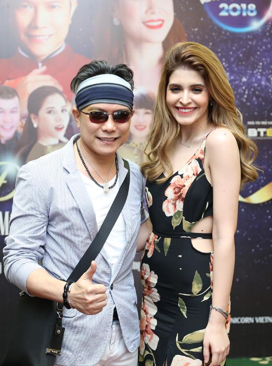 Người mẫu Andrea cũng đến dự buổi họp báo chiều qua và chụp hình bên Jimmii Nguyễn. Chân dài tiết lộ, cô đã chuyển vào Sài Gòn sinh sống được một thời gian.