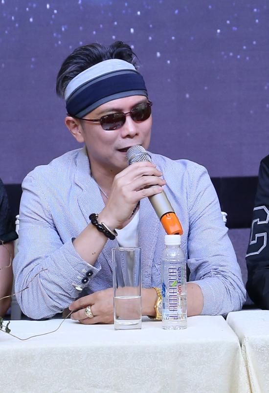 Nam ca sĩ cũng giải thích, anh ítnhận lời tham gia các show diễn vì đòi hỏi chương trình phải có tính nghệ thuật cao, chứ chưa chắc nhiều tiền đã mời được anh. Hơn nữa, anh có ban nhạc riêngJimmii Band nên không phải nhà tổ chức nào cũng chịu chơi.