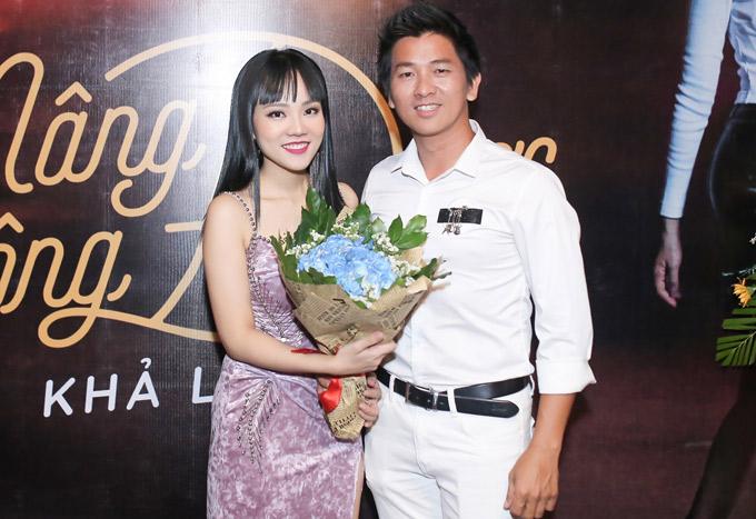 Ảo thuật gia Nguyễn Phương tới chúc mừng Khả Linh.