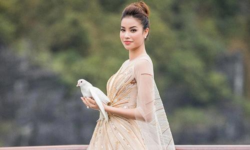 Phạm Hương hoá nữ thần trong show diễn của Lê Thanh Hoà