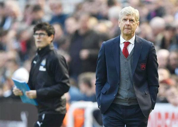 HLV Wenger chia tay Arsenal