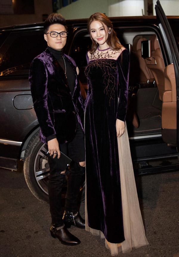 Linh Chi và Lâm Vinh Hải mặc ton-sur-ton, quấn quýt không rời dù từng tuyên bố chia tay.