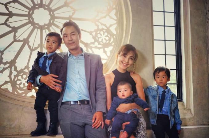 Vợ chồng Nuttanitcha và 3 con.