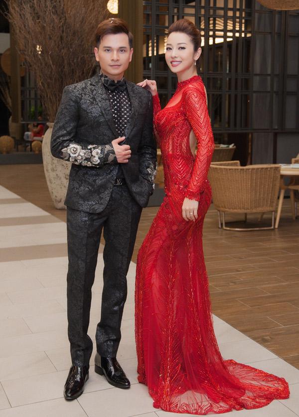 Hoa hậu châu Á tại Mỹ thay nhiều bộ cánh lộng lẫy trong tối 21/4.