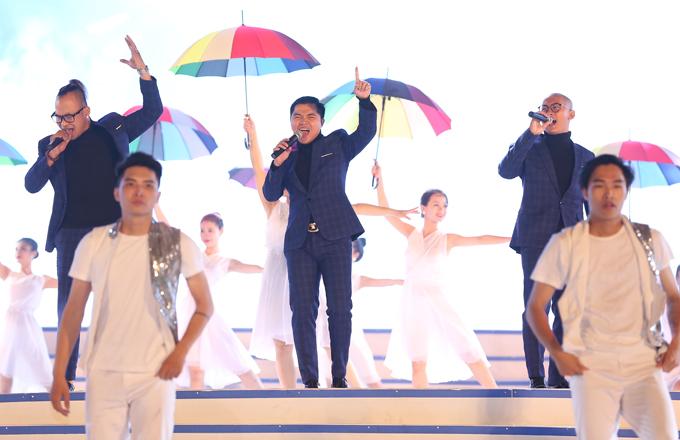 Nhóm MTV với nhạc phẩm sôi động Ru em tiếng sóng.