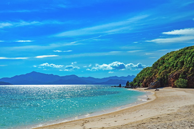 20 bãi biển hoang sơ, \'nước xanh như pha mực\'