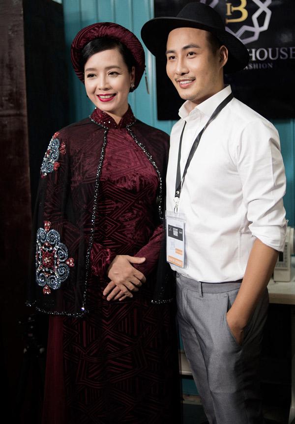 Nghệ sĩ Chiều Xuân nhận lời mời làm người mẫu trong màn giới thiệu sưu tập áo dài của Bảo Bảo.