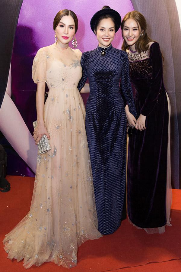 Hoa hậu hòa bình thế giới Phương Lê, diễn viên Dương Cẩm Lynh và Linh Chi vui vẻ hội ngộ.