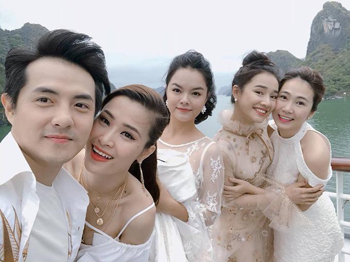 Dàn sao Đông Nhi - Ông Cao Thăng, Phạm Quỳnh Anh, Nhã Phương và MC Thanh Thảo.