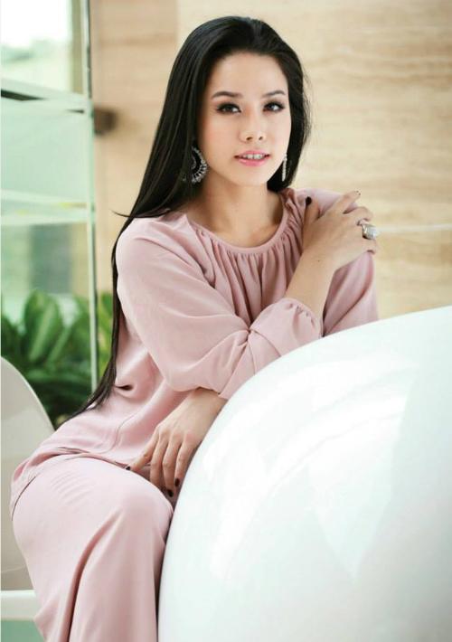 Nhật Kim Anh lên tiếng vụ bị tố cặp bồ với đạo diễn nổi tiếng showbiz