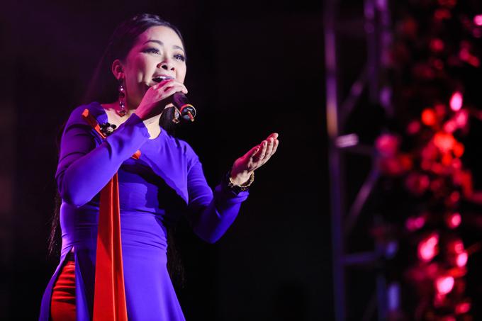 Đây là lần đầu tiên người hâm mộ thành phố Cảng được ngắm và lắng nghe giọng hát live của Như Quỳnh ở ngoài đời thay vì trên băng đĩa.