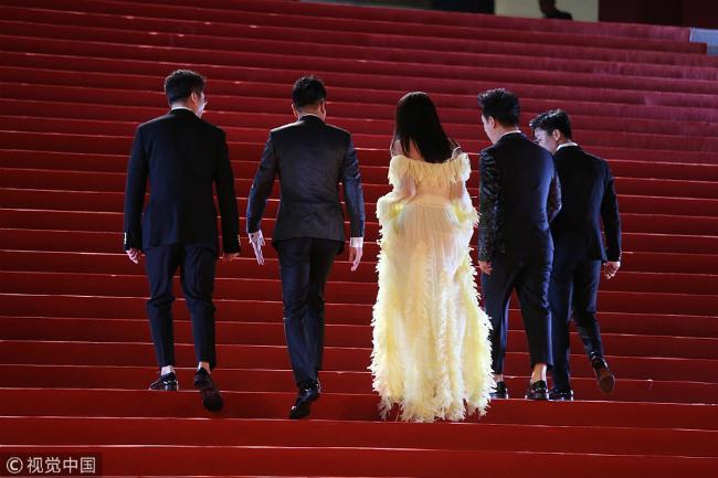 Thư Kỳ thay liên tiếp 3 bộ váy trong một tối dự Liên hoan phim - 4