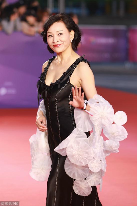 Thư Kỳ thay liên tiếp 3 bộ váy trong một tối dự Liên hoan phim - 12
