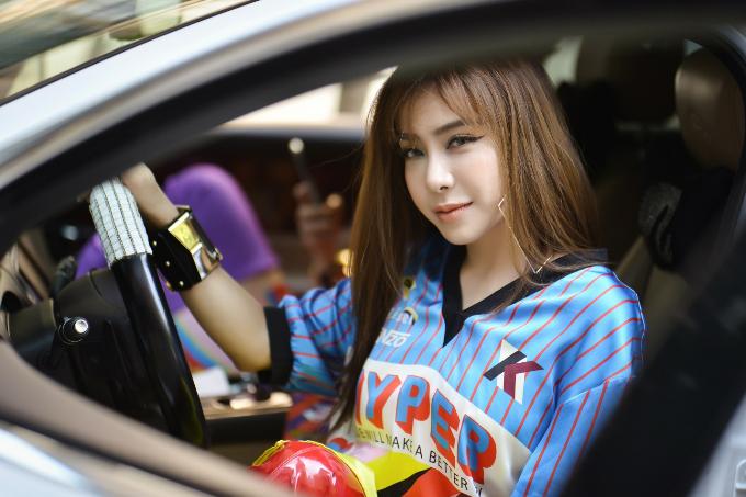 Á khôi Mai Diệu Linh đi xe 5 tỷ, diện trang phục hàng hiệu đi sự kiện