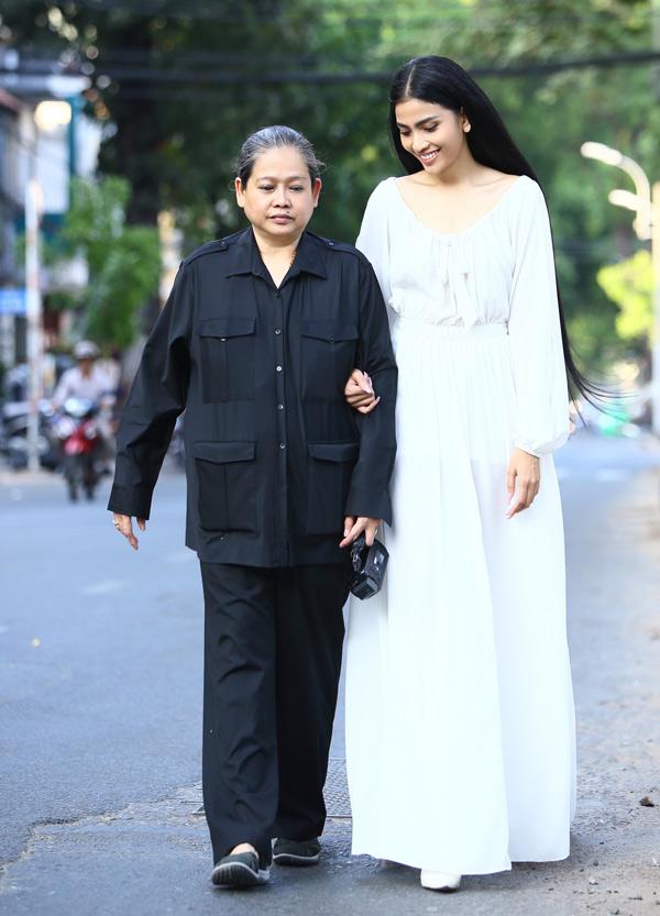 Á hậu các dân tộc cho biết cô thích để tóc đen, trang điểm nhẹ nhàng khi xuất hiện trước công chúng, Hiện tại mẹ là người quản lý và giúp Trương Thị May sắp xếp lịch làm việc.