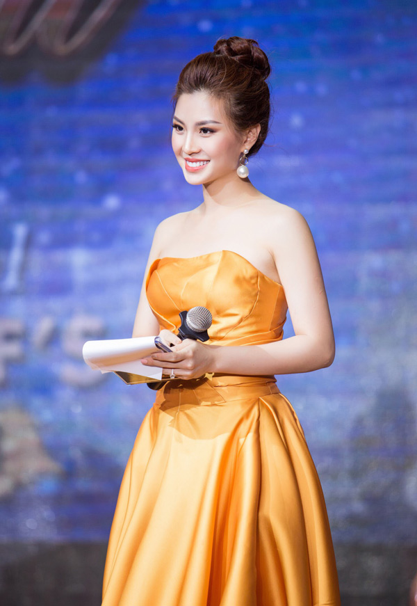 Á hậu Việt Nam 2014 Diễm Trang đảm nhiệm vai trò MC sự kiện này.