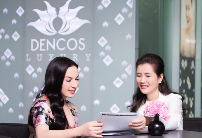 Người đẹp quyết định chọn Dencos Luxury và trực tiếp tư vấn với bác sĩ Đỗ Thị Hồng Loan để tìm giải pháp xử lý mỡ thừa, lấy lại dáng vóc gọn gàng mà không cần đụng chạm dao kéo.