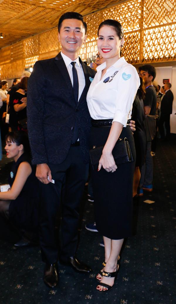 Thân Thúy Hà đóng vai vợ của diễn viên Quốc Cường trong phim Nếu còn có ngày mai. Ở ngoài đời, bộ đôi là bạn bè thân thiết.
