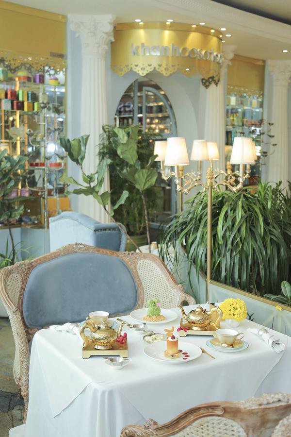 Là điểm đến tuyệt vời để hẹn hò cho các thực khách. Các set trà chiều của Khanhcasa Tea House theo phong cách cổ điển Âu Châu, với các hương vị trà và bánh ăn kèm đặc sắc.
