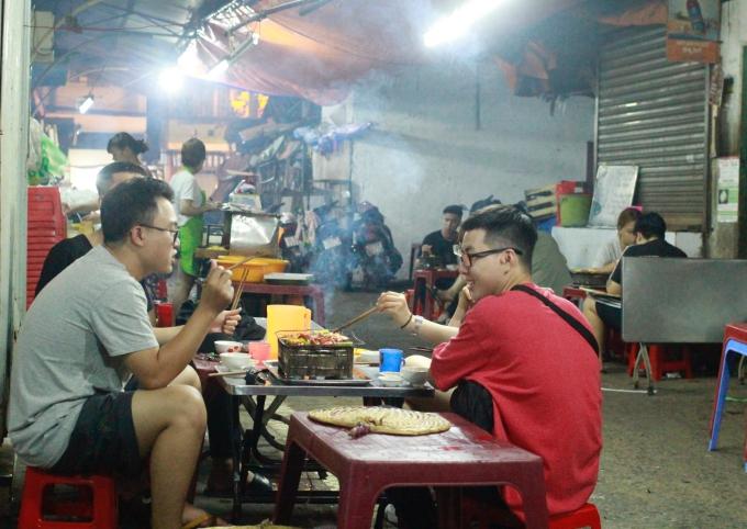 Quán nướng không tên giá rẻ - điểm hẹn quen thuộc của giới trẻ Sài Gòn - 1