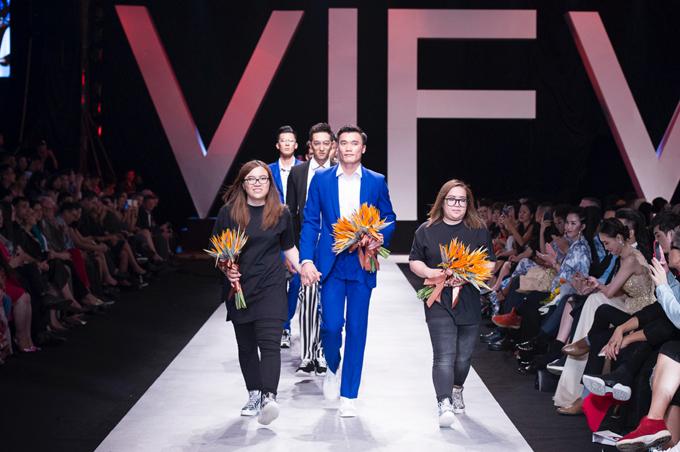 Thương hiệu thời trang Việt mời Bùi Tiến Dũng tham gia fashion show với mong muốn,tán dương tinh thần kiên cường của đội tuyển U23 Việt Namvà mượn giấc mơ mang tên Việt Nam đó để hiện thực hóa giấc mơ của mìnhtrên bản đồ thời trang thế giới.