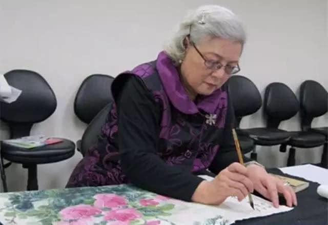 Tròn 80 tuổi, nữ sĩ Quỳnh Dao vẫn bị vạch trần quá khứ cướp chồng