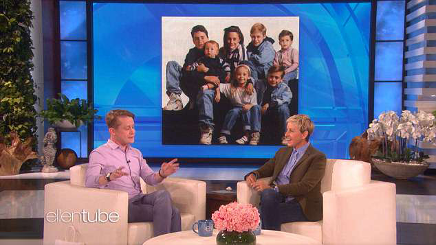 Macaulay sinh ra và lớn lên trong gia đình đông đúc có 7 người con.