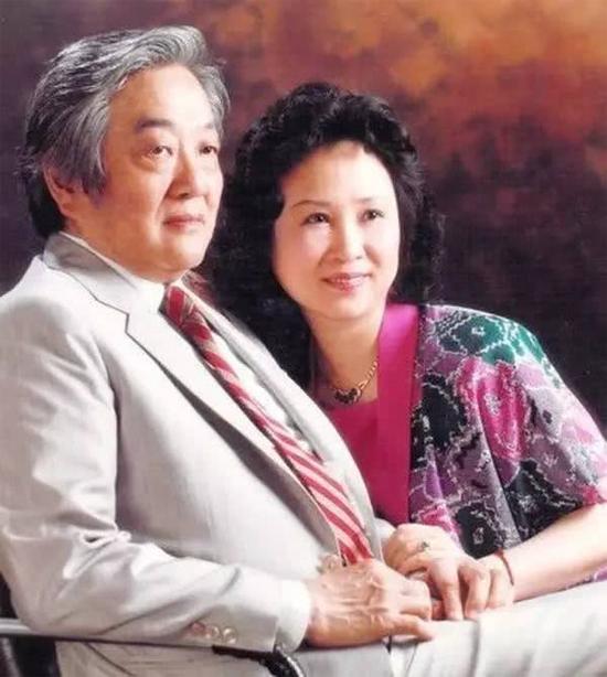 Quỳnh Dao và chồng, ông Bình Hâm Đào.
