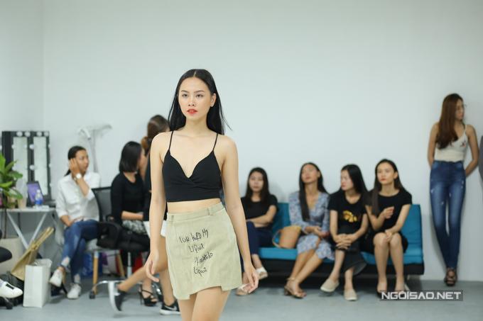 Show thời trang đầu tiên với vai trò nhà thiết kếcủa hoa hậu quốc dânsẽ diễn ra vào ngày 11/5. Phạm Hương chia sẻ, bộ sưu tập Girl Bossthể hiện tinh thần mạnh mẽ, độc lập, bản lĩnh nhưng không kém phần quyến rũ.