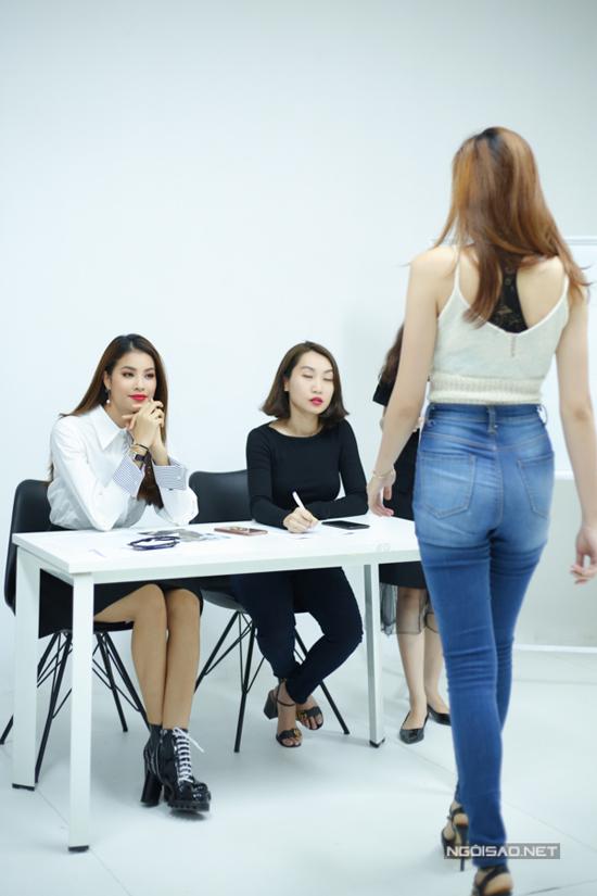 Buổi casting còn có sự góp mặt của các người mẫu quen thuộc như Hương Ly, Nguyễn Oanh, Thiếu Lan, Huỳnh Cẩm Tiên& cùng rất nhiều chân dài ngoại quốc.