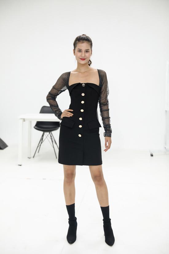 Hương Ly chọn phong cách all black khi đến tham gia buổi tuyển chọn người mẫu.