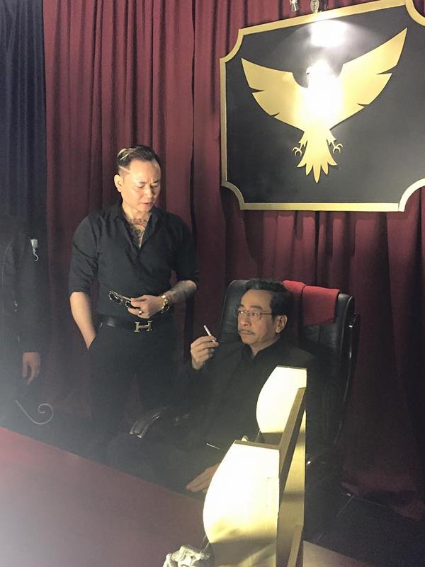 Tùng Dương vốn là một diễn viên quen mặt với khán giả truyền hình phía Bắc. Anh nổi tiếng khi chuyên trị vai phản diện trong các phimNhững đàn chim trở về, Dòng sông phẳng lặng, Đàn trời, Mạch ngầm vùng biên ải...