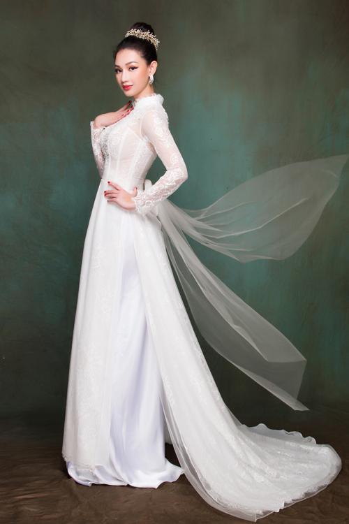 Một mẫu áo dài đính nơ theo xu hướng thời trang cưới nói chung của 2018-2019.