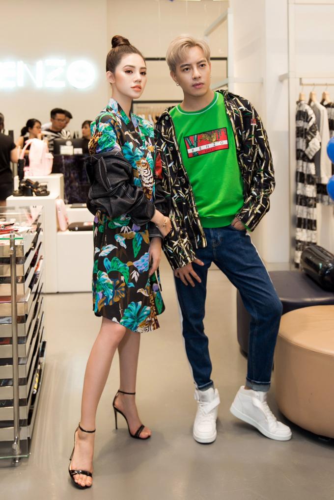 Jolie Nguyễn và Stylist Mạch Huy là tín đồ của bộ sưu tậpMemento 2.