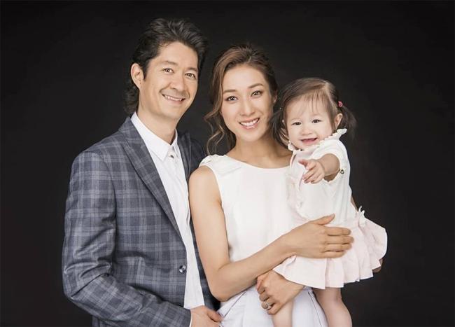 Bà bầu Chung Gia Hân cảm động vì chồng chịu khó rửa bát, quét nhà
