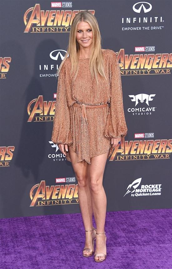 Thảm đỏ Avengers: Infinity War hội tụ nhiều ngôi sao điện ảnh tham dự. Nữ diễn viên Gwyneth Paltrow trẻ trung với đầm ngắn ánh kim.