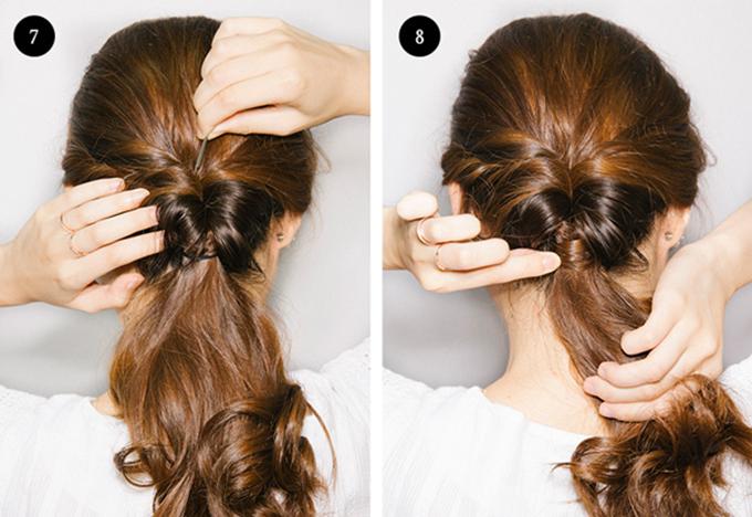 Khéo léo cho phần đuôi ngựa vào khoảng trống của hai lọn tóc và kéo tóc xuống thật nhẹ nhàng.