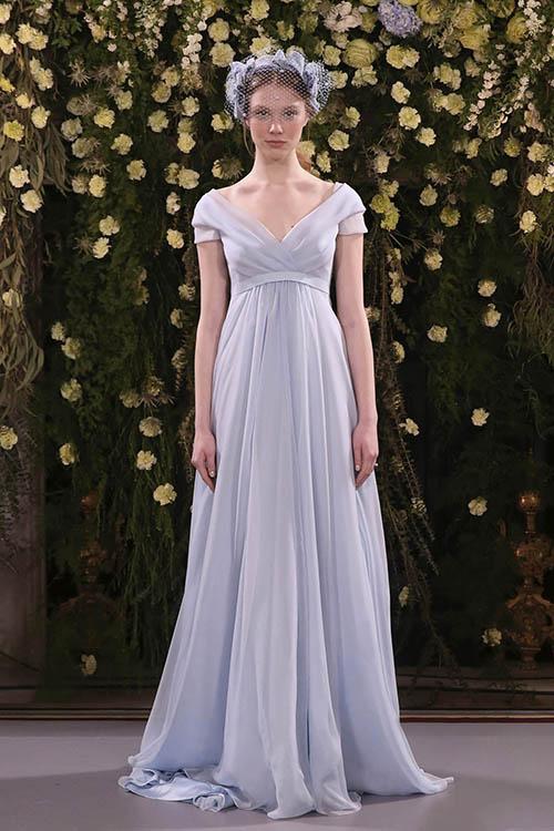 Mẫu váy xanh từ Jenny Packham khiến nàng dâunhư một công chúa bước ra từ cổ tích.