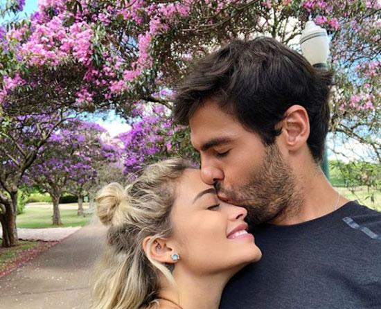 Giây phút ngọt ngào của tiền vệ điển trai một thời. Ba năm sau ngày hôn nhân như mơ với vợ cũ Caroline Celico đổ vỡ, Kaka say đắm bên bạn gái mới. Caroline Celico cũng đang hạnh phúc bên bạn trai là một thương gia đồng hương.