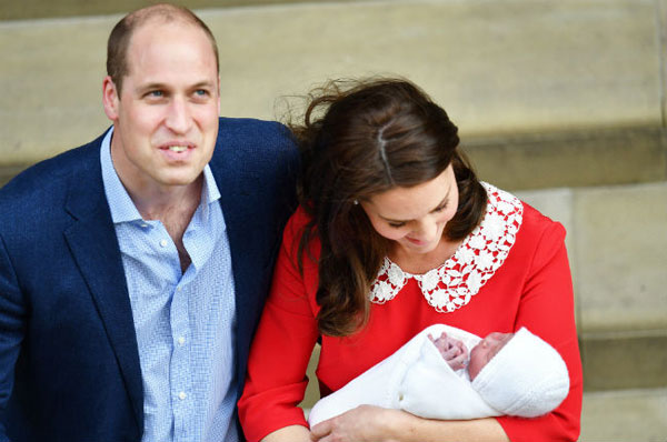 Hoàng tử nhỏ được giới thiệu với cả thế giới chỉ 5 tiếng sau khi chào đời.