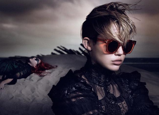 Ca sĩ Miley Cyrus là một trong những tín đồ của thương hiệu thời trang Marc Jacobs - Ảnh: Vogue