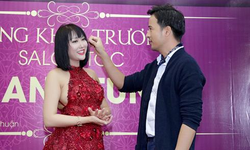 Phi Thanh Vân được 'trai trẻ' Đoàn Thanh Tài chăm sóc trong sự kiện