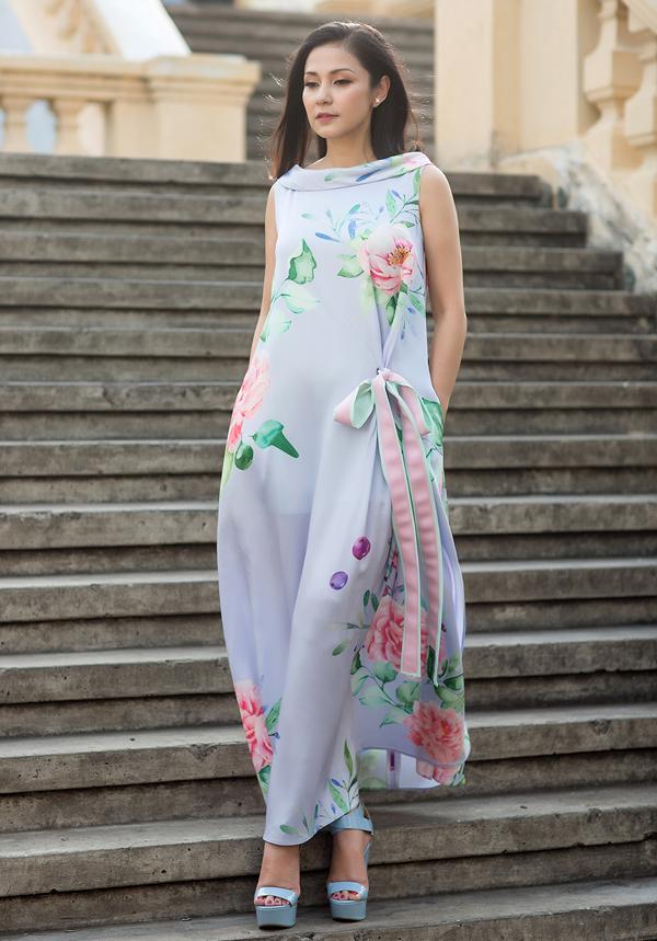 Trong bộ ảnh thời trang vừa thực hiện, Việt Trinh khoe vẻ đẹp đằm thắm, dịu dàng, thanh lịch vớicác thiết kế mới nhất của Vũ Ngọc & Son.